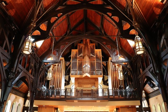 Christ_Church_Cathedral_organ in_Vancouver,_British_Columbia,_Canada_7